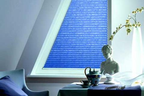 голубые шторы-плиссе
