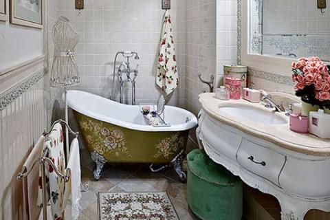небольшая ванная в стиле прованс