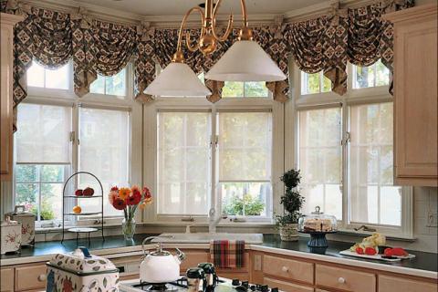 рулонные шторы на окна в кухне