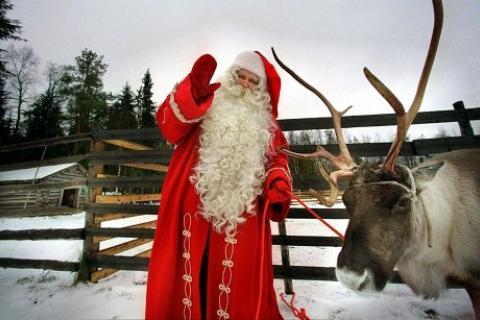 Санта-Клаус с оленем