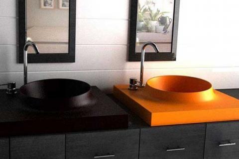 черная и оранжевая раковины