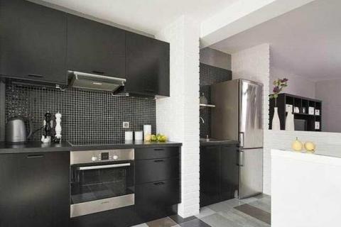 кухня в разных оттенках серого