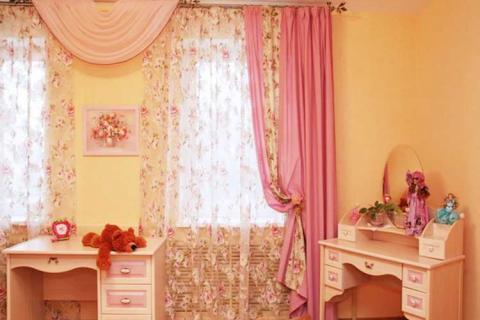 розовые шторы в детской для девочки
