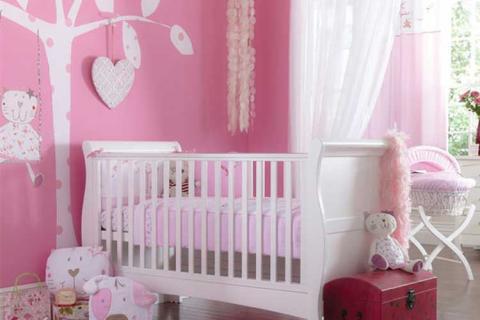 белая воздушная штора в сочетании с розовой