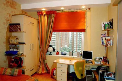 оранжевые шторы в детской для подростка