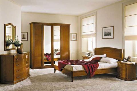 деревянная мебель в классической спальне