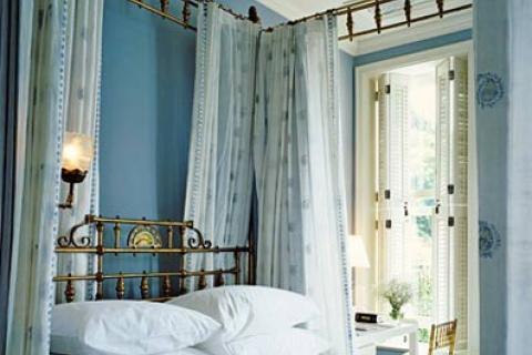 спальня в светло-голубых тонах