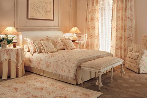 спальня с цветочным текстилем в стиле прованс