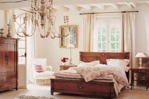 беленые балки в спальне в стиле Прованс