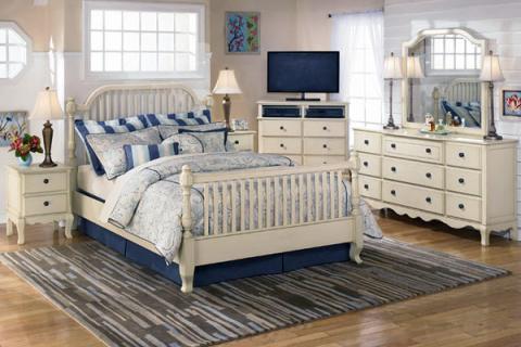 спальня в бело-синих цветах