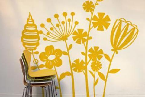 наклейка на стене с цветочным орнаментом