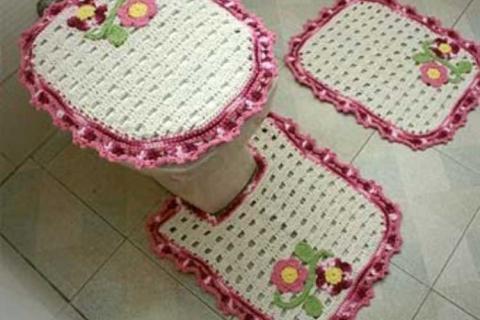 связанные крючком коврики в ванной