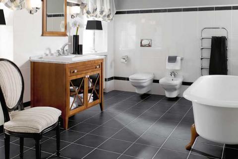 сочетание белой ванной и мебели из дерева