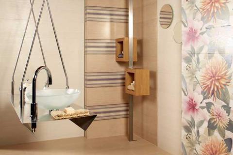 ванная с плиткой разных фактур