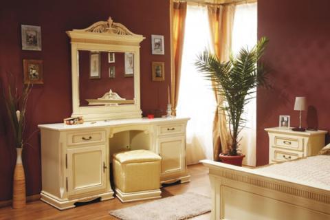 спальня с классической мебелью