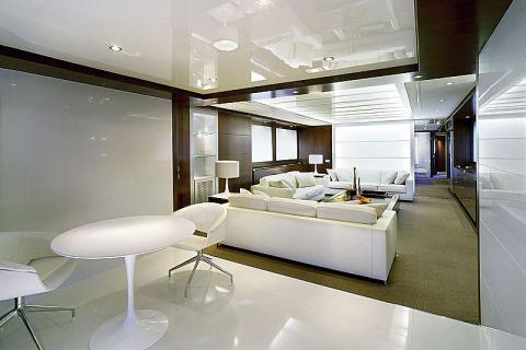 белый интерьер в стиле хай-тек