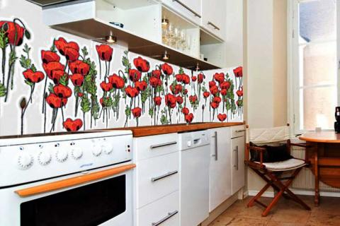 кухня с красными маками