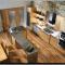 кухня, отделанная деревом и металлом