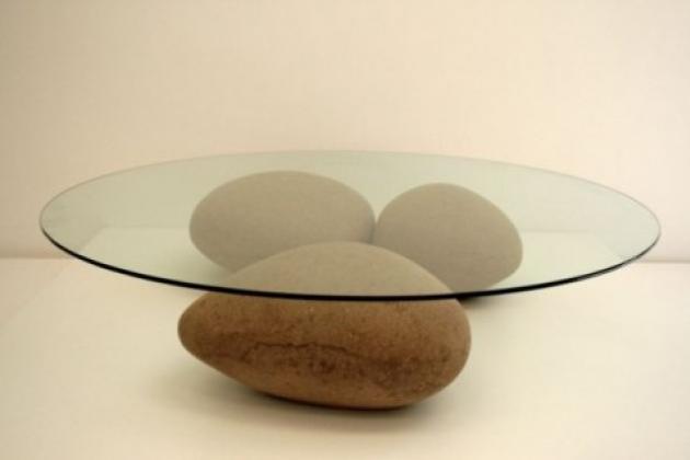 столик на камнях