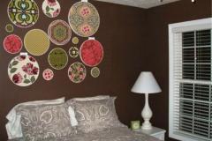 темно-коричневые стены в гостиной