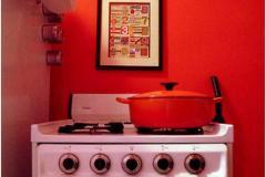 газовая плита на красной фоне