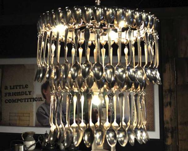 лампа из ложек
