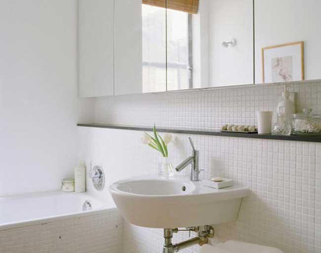 Интерьер зеркала в ванной